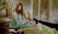 girlslaves-03.jpg